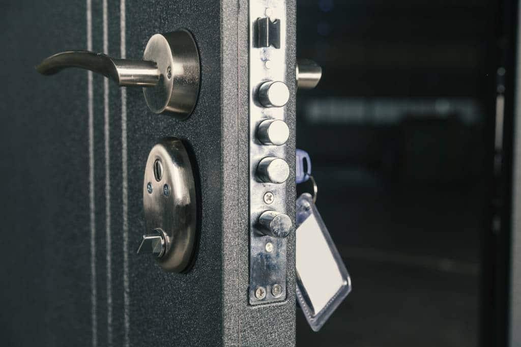 pourquoi installer une porte blind e est une bonne id e. Black Bedroom Furniture Sets. Home Design Ideas