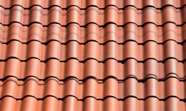 Un professionnel de l'entretien de toiture à votre service