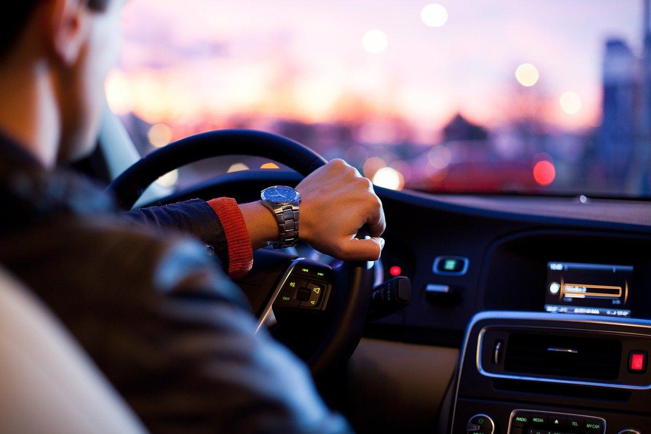 Comment dépanner certains problèmes électriques de base sur une voiture ?