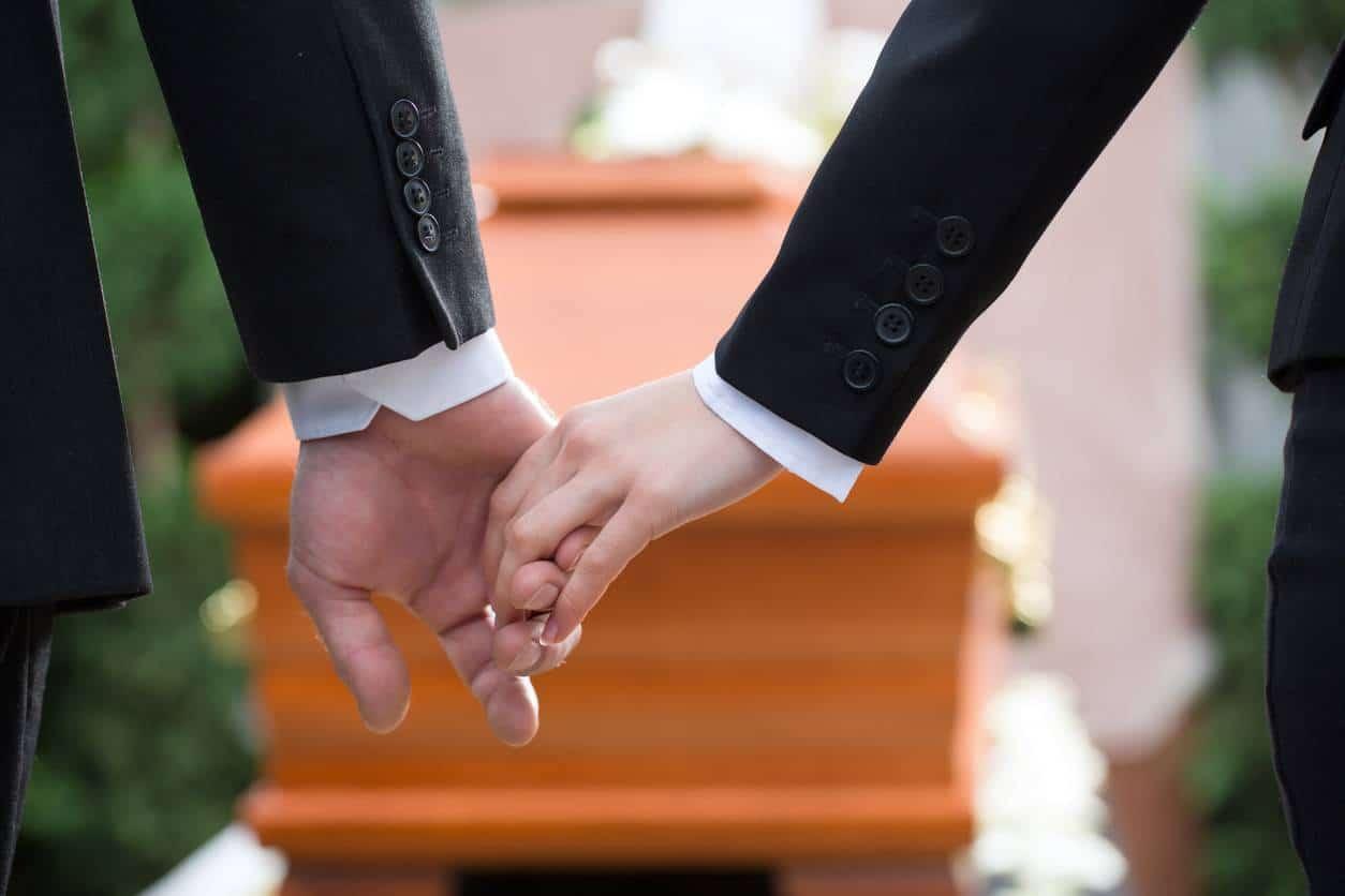 obsèques pompes funèbres, peut-on rester avec le défunt tout au long du trajet